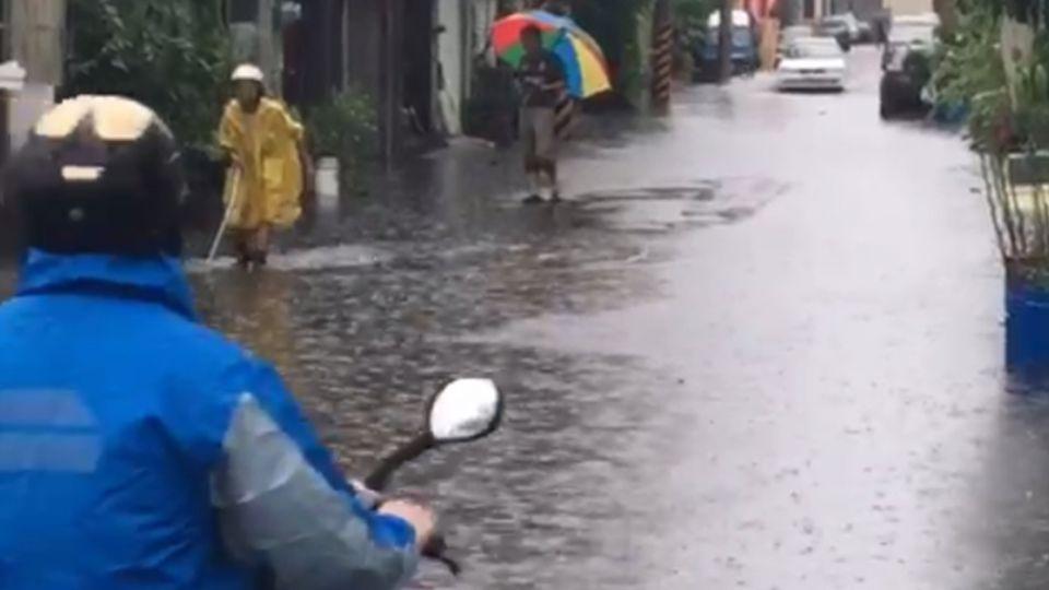 【影片】雨神發威南台淹大水 鄭明典解析「為何雨一直下」