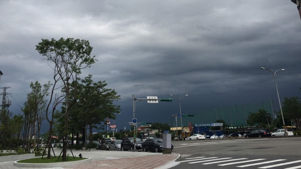 雨持續下!中南部慎防淹水 影響到周一