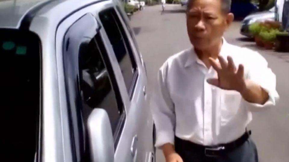 家門前插日本、美國國旗 老翁遭兩男嗆聲罵