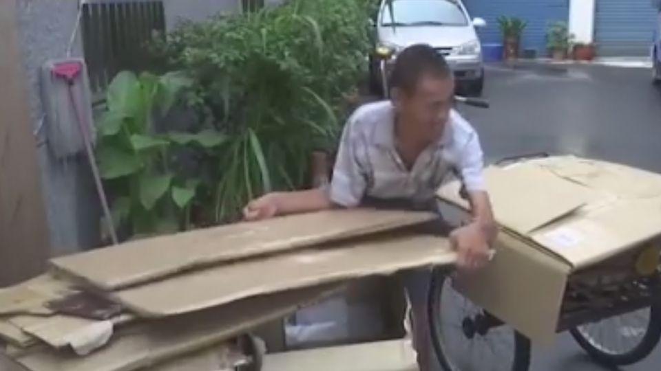 拾荒人回報恩人奠儀 「回收百車紙箱才賺得到」婦堅辭