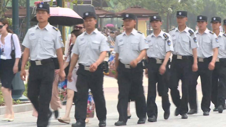上海迪士尼今開園 十萬人湧進安檢如臨大敵