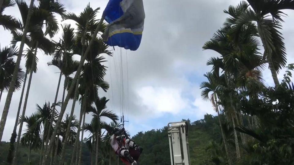 風向突變 港飛行傘玩家迫降掛樹 離地8米高