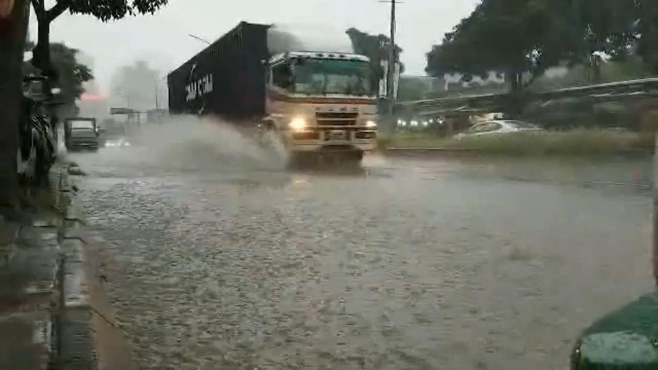 雨用倒的! 北北基淹水 信義路地下道一度封閉