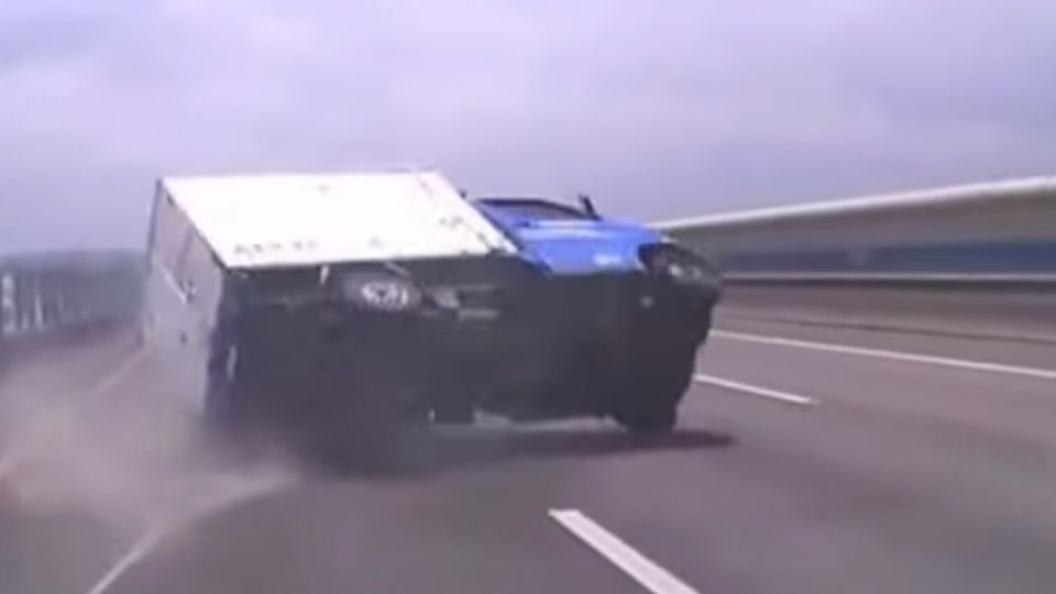 高速翻車常釀傷亡 「安全帶」保命關鍵