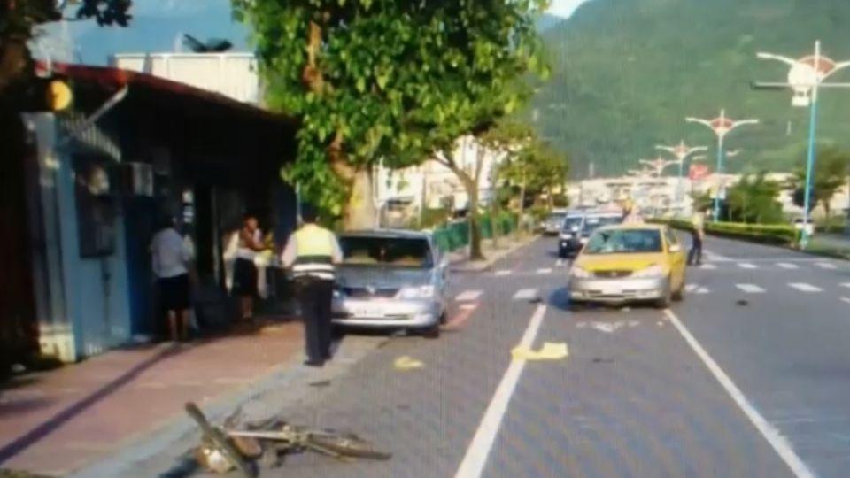 單車迴轉遭計程車撞 90歲騎士飛4公尺亡
