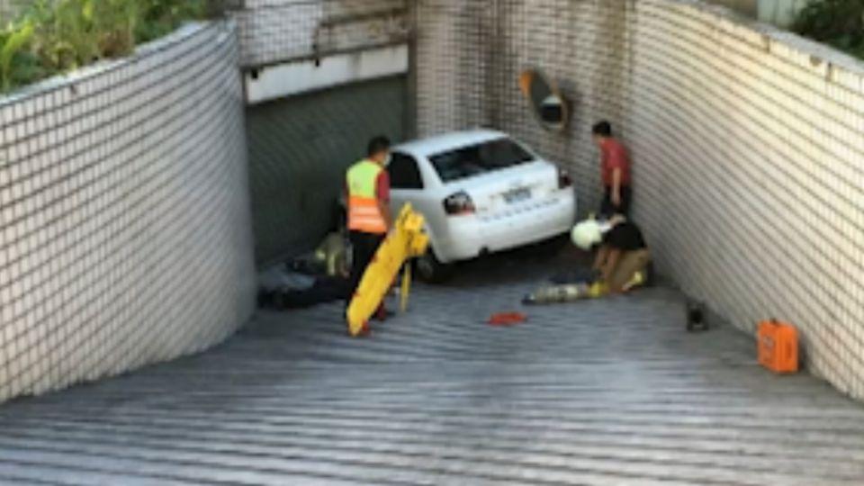 「拉手剎車打D檔」 女駕駛下車遭自家車輾斃