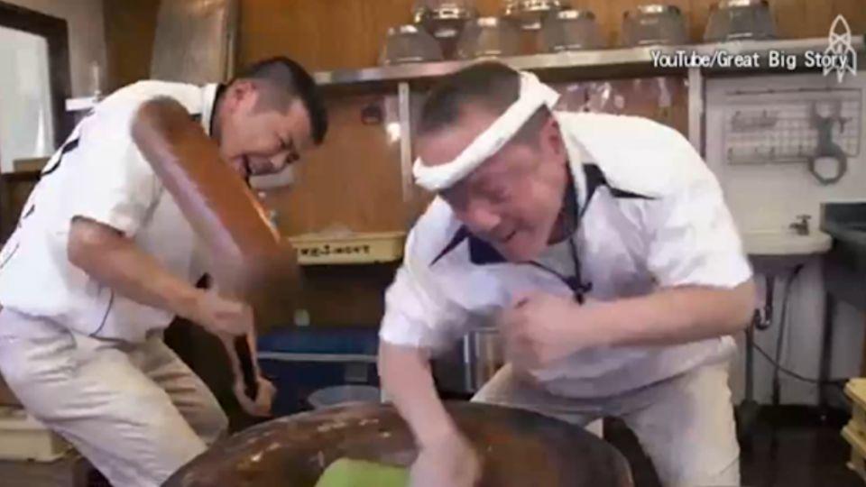 奈良麻糬名店奇景 「1秒3下」極速拍打麻糬