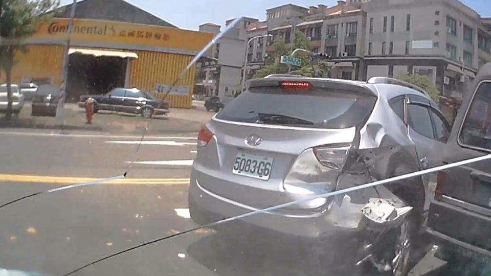 疑陽光刺眼害暈眩 駕駛突撞護欄 釀4車連環撞