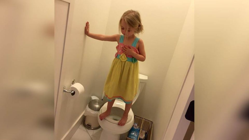 3歲童躲廁玩躲貓貓!背後真相讓媽媽好「心酸」