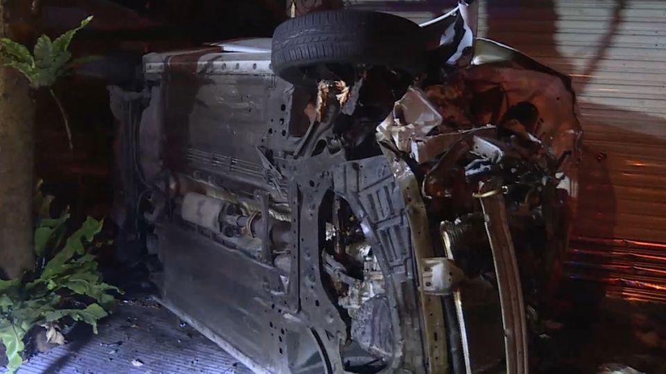 轉彎沒減速!連車帶人衝進咖啡店 老翁遭撞亡
