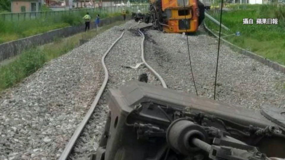 台鐵花蓮段自強號出軌翻覆 2陸客輕傷