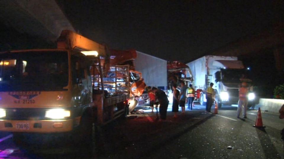 砰! 國道煞不住 三車追撞釀21人受傷送醫