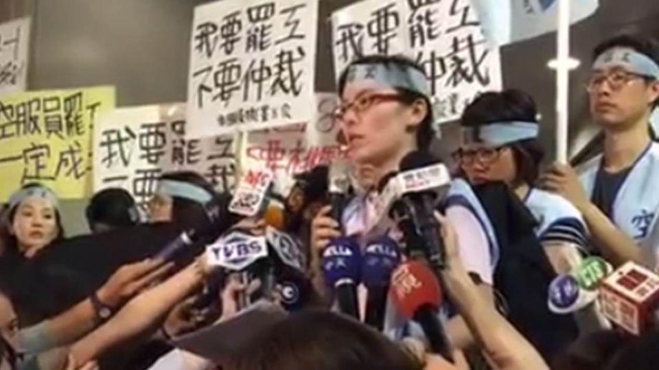 【影片】華航罷工大亂交通!南京東路龍江路險象環生