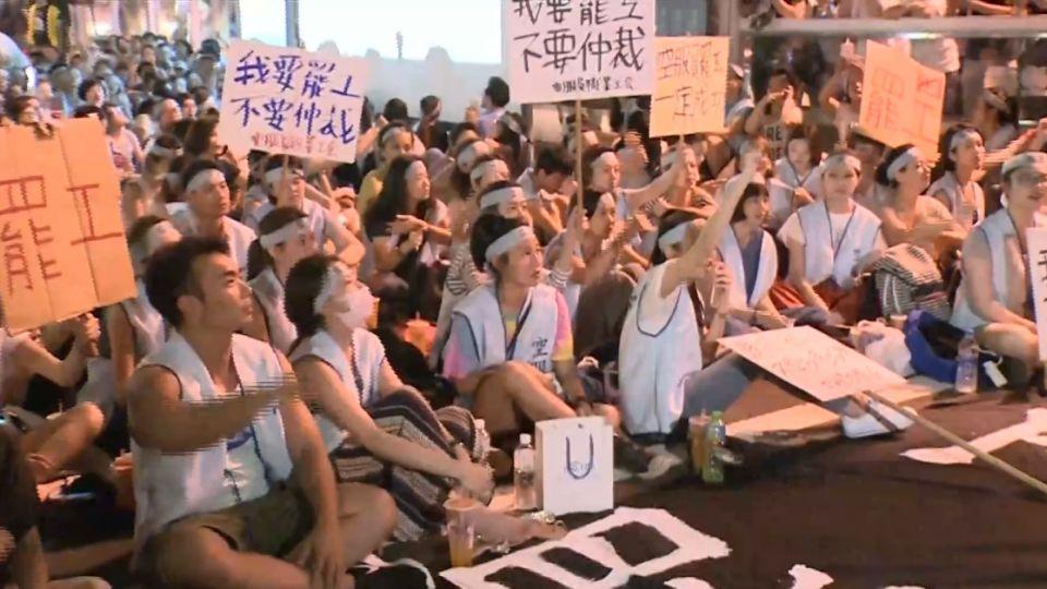 華航空服員槓資方! 500人聚集分公司前抗議罷工