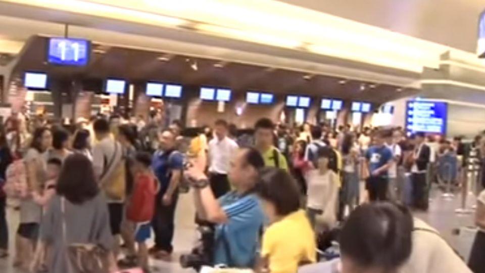 華航罷工影響212團 4407人恐夜宿機場