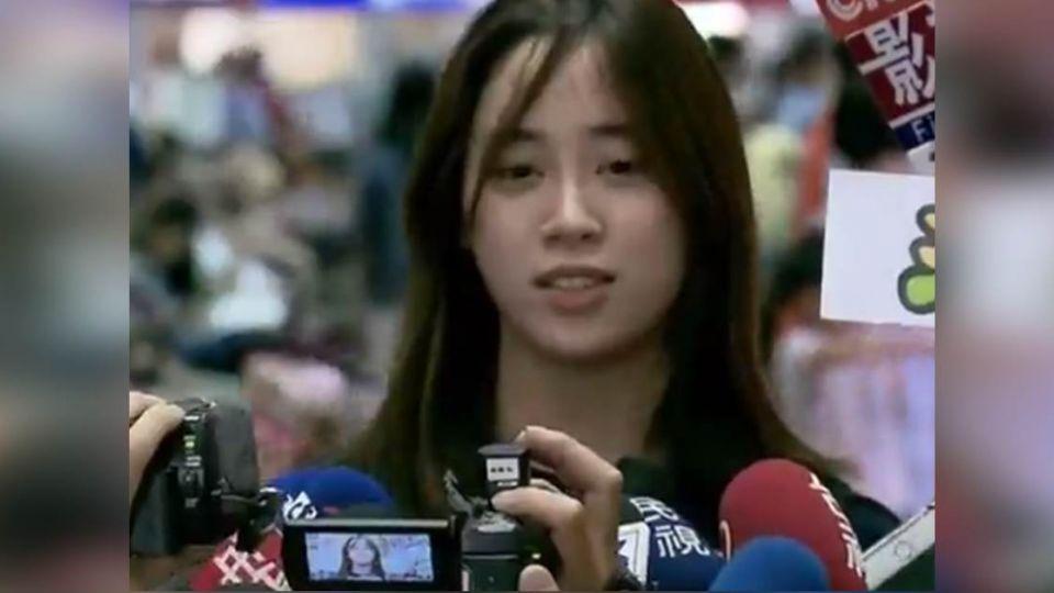 【影片】60秒5個對不起!歐陽妮妮現身機場 記者追著跑