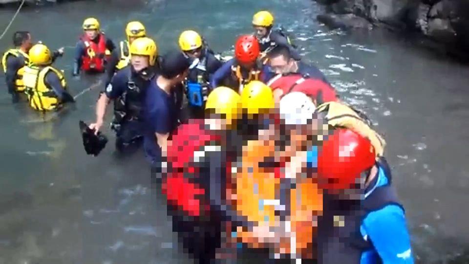 「脫裝備」冒險跳水 溯溪教練深潭撞石亡