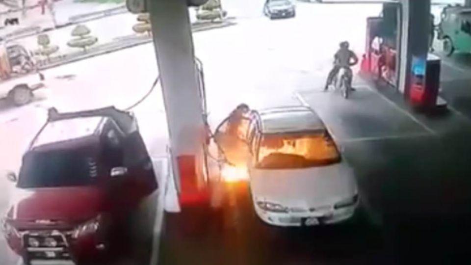 【影片】慎入!童加油站玩火直擊「驚險轟然」畫面