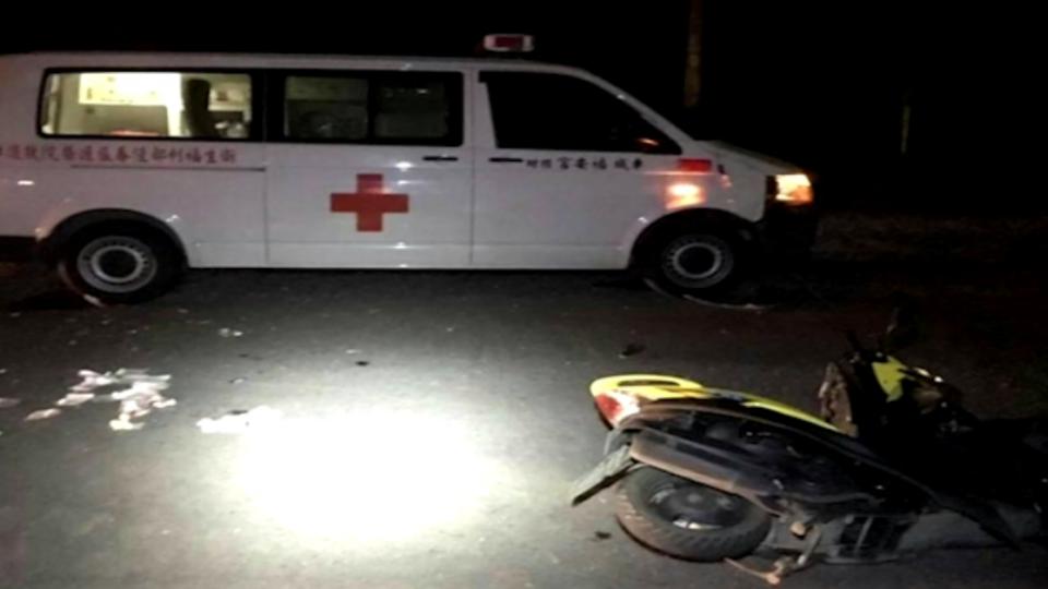 無照酒駕! 少女三貼撞救護車 一人重傷