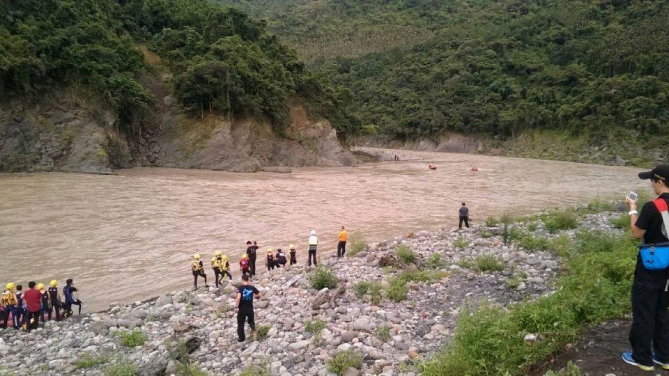 玩命!雷雨特報仍戲水受困 13遊客恐將罰5萬