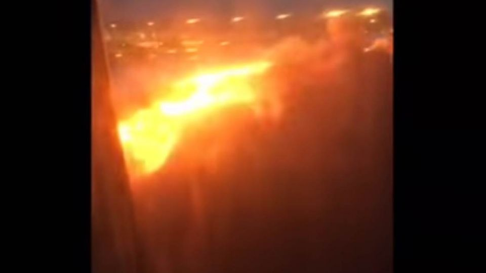 【影片】驚險一瞬間!新航客機剛落地 機翼就爆炸起火
