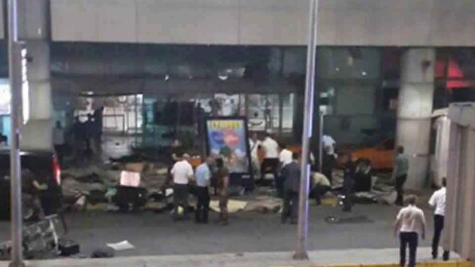 【影片】直擊!土國機場炸彈攻擊 監視器還原恐怖瞬間