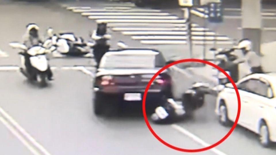 男開贓車買飲料 遭盤查竟撞警逃逸