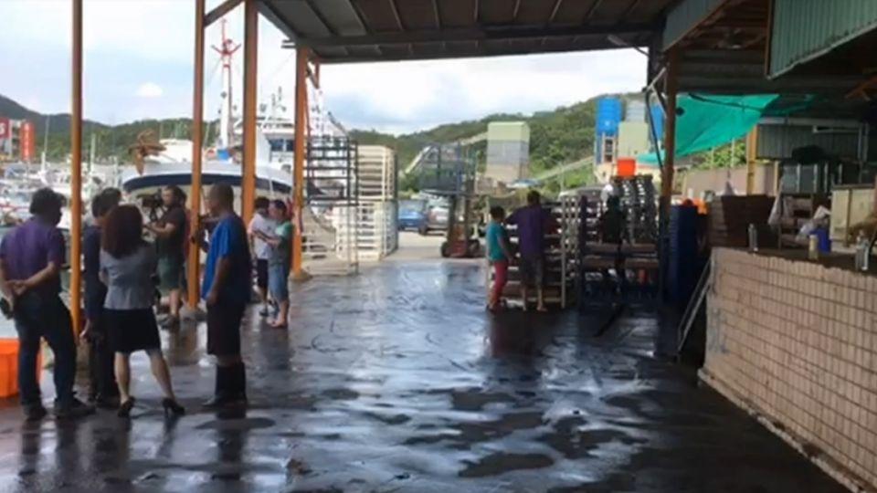 漁會理事長的製冰廠 遭爆違建、血水排海