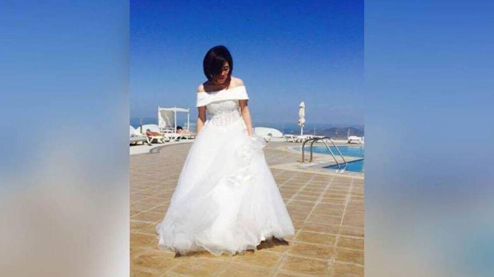 露香肩穿白紗!于美人在希臘:有幸福等我嗎?