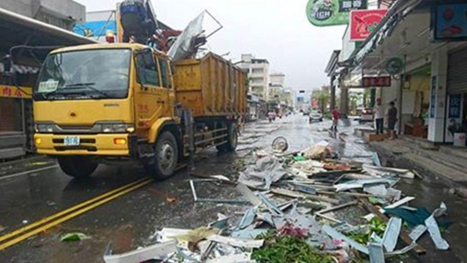 尼伯特摧毀台東…市長不在國內 打卡點卻是公所、清潔隊