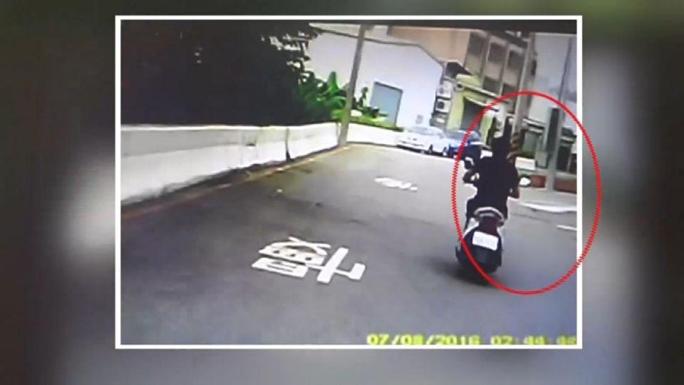 男酒駕又未戴安全帽 逃到沒路...棄車繼續跑