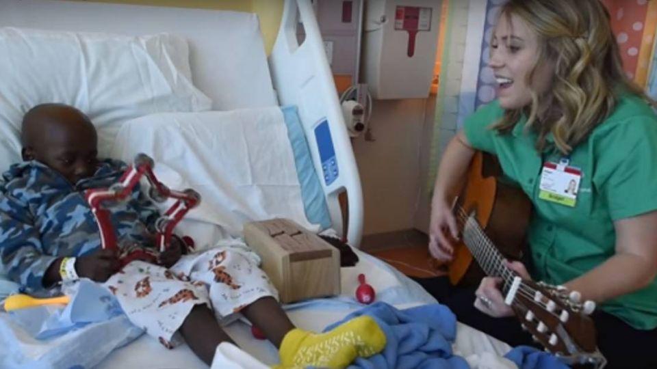 【影片】她用病童「心跳聲」譜曲伴奏 創作唯一的「生命樂章」