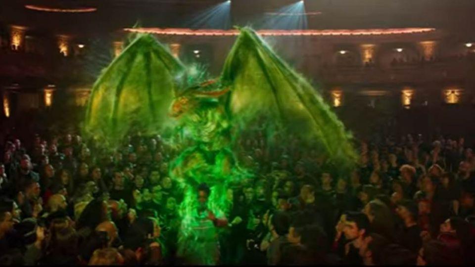 【影片】魔鬼剋星 拍出史上最「金+驚」的自拍照