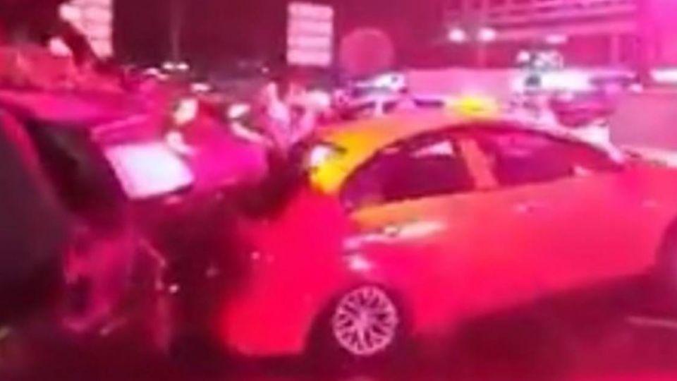 【影音】土耳其政變驚魂!坦克輾過計程車 滯留300台客返國