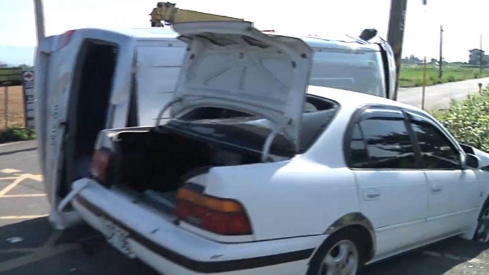 危險十字路口 小客車、廂型車對撞釀8傷