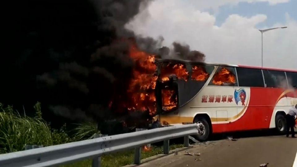 火燒車26人喪命!安全門疑加裝「暗鎖」