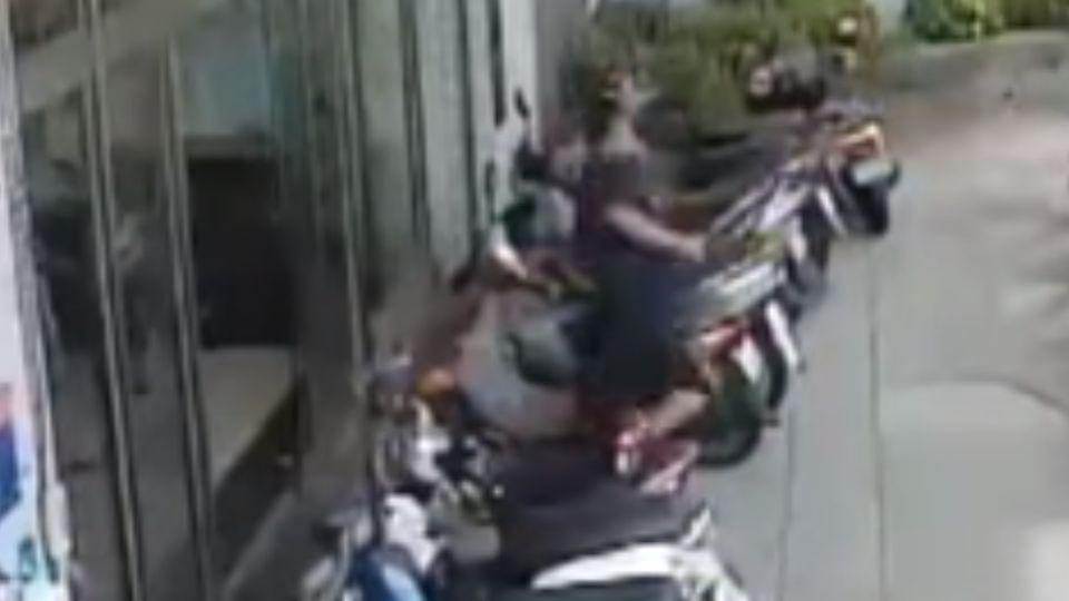 補助沒過砍社工 男疑畏罪跳東港大橋