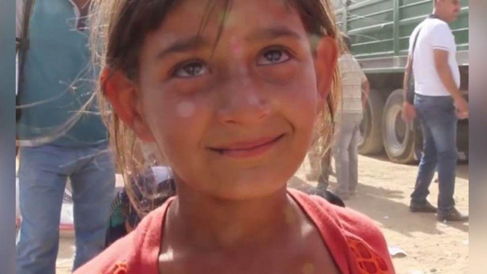 逃出IS的難民女童!燦爛笑容為一句「吃飯了嗎」掩面哭泣
