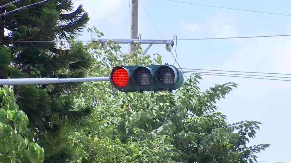 檢視車禍現場 交叉路口紅綠燈號誌竟一樣