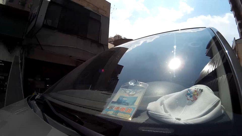 車內高溫曬受不了! 關鍵「隔熱紙」價差逾10倍
