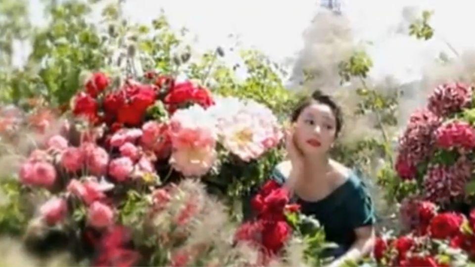 林心如巴黎學做捧花 畫面好美似婚紗照