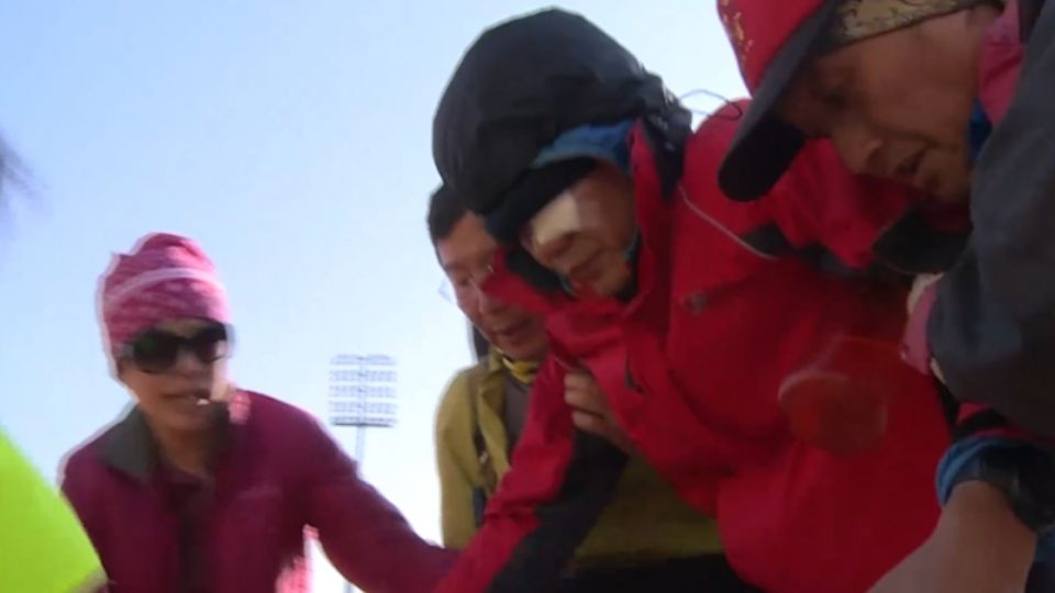 濫用直升機救援?爬黑山1人眼傷 其他8人搭便機