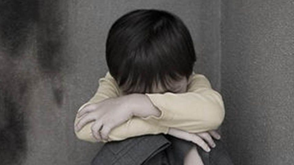 怒!冷血父和女友過肩摔虐死3歲童 「無前科」獲輕判