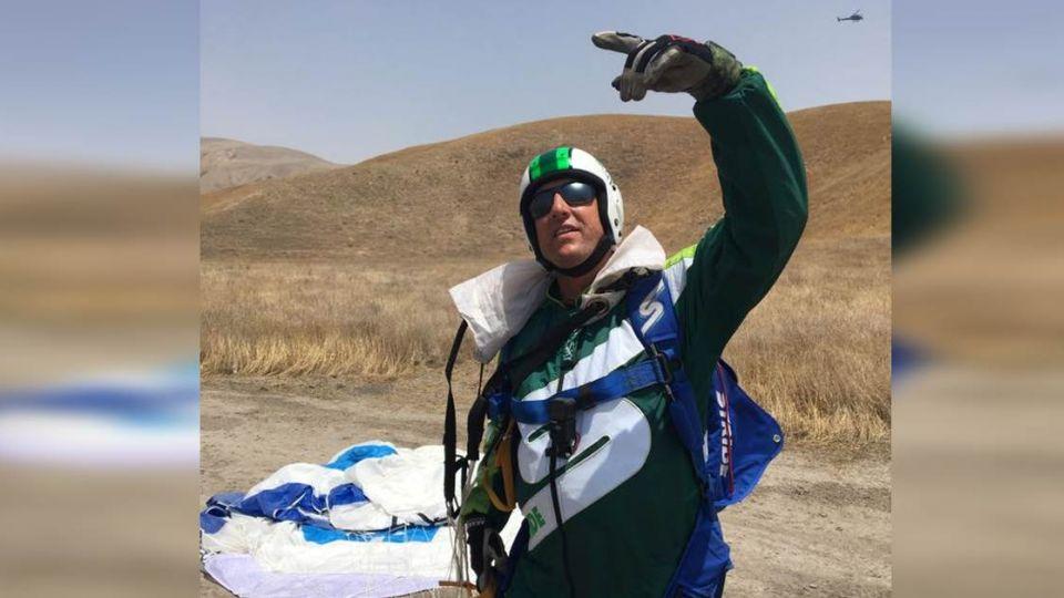 【影片】玩命全紀錄!不背降落傘 男7千公尺高空一躍而下