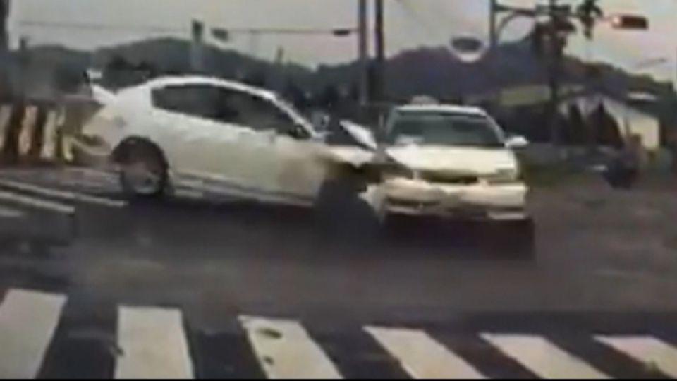 一家看病遇死劫 疑迴轉遭攔腰衝撞2死3傷