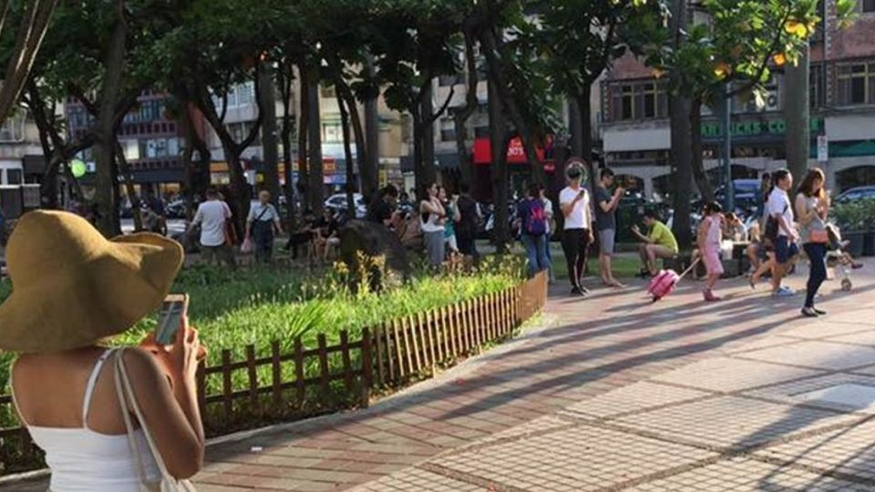 台灣「變電箱」紅了!寳可夢補給站暗藏邱毅「香蕉太陽花」?