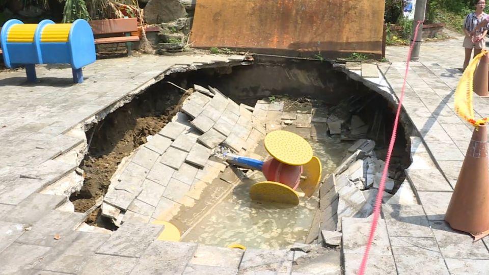 300年龍目井突噴水 然後公園地基就塌了