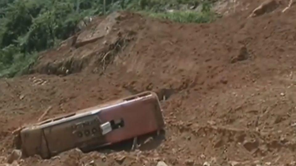 台團福建看土樓 遇土石流翻車1死20傷