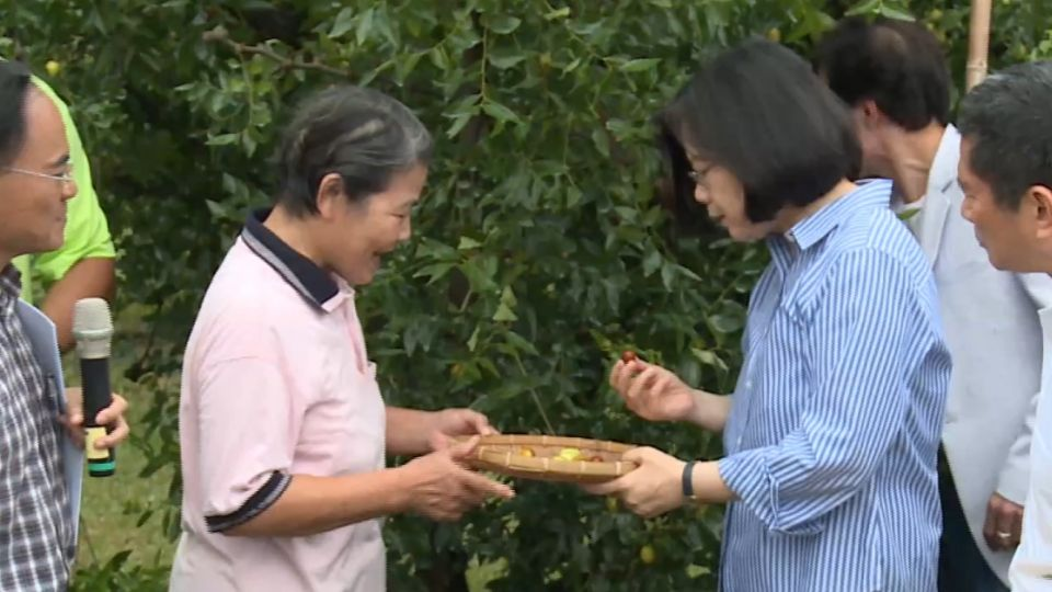 視察苗栗紅棗園 蔡總統「法式餐廳」用餐