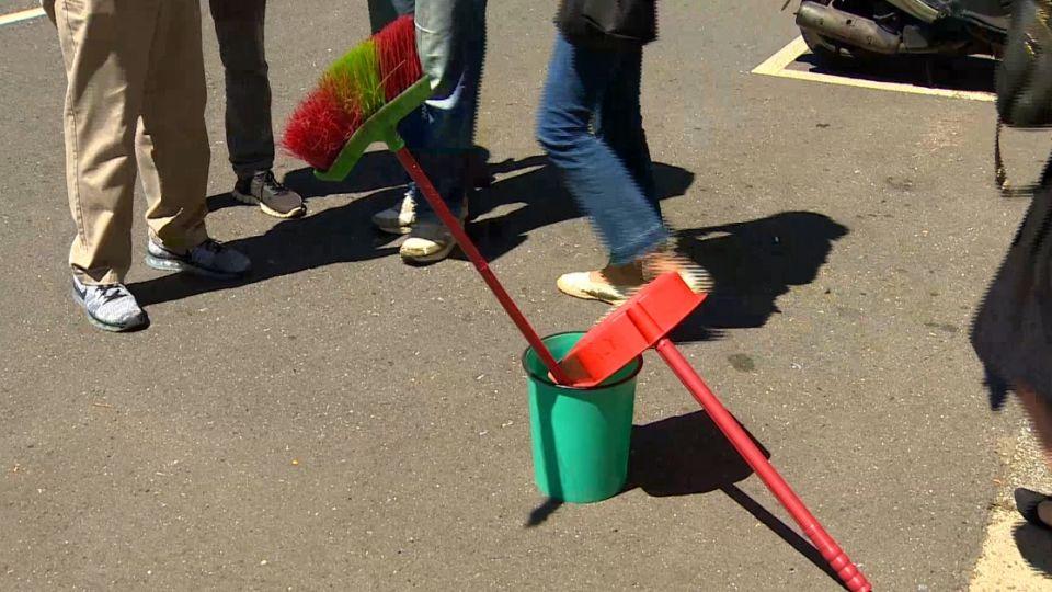 車禍後可擺「垃圾桶」警示? 鑑定單位兩說法